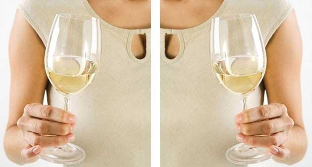 Πως κρατάμε το ποτήρι του λευκού κρασιού