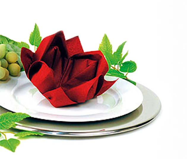 Table tips: Lotus napkin