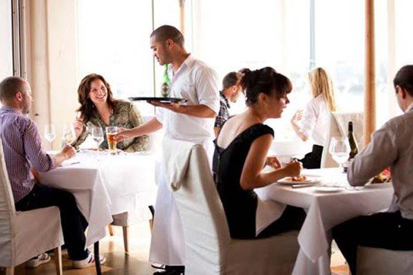Πρόσκληση για γεύμα σε εστιατόριο
