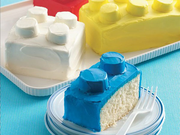 tableart_lego_cake