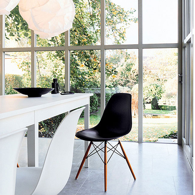 tableart_eames_side_chair_a