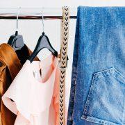 4 tips οργάνωσης με μια κρεμάστρα