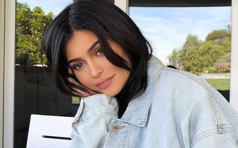 Η Kylie Jenner έγινε μανούλα